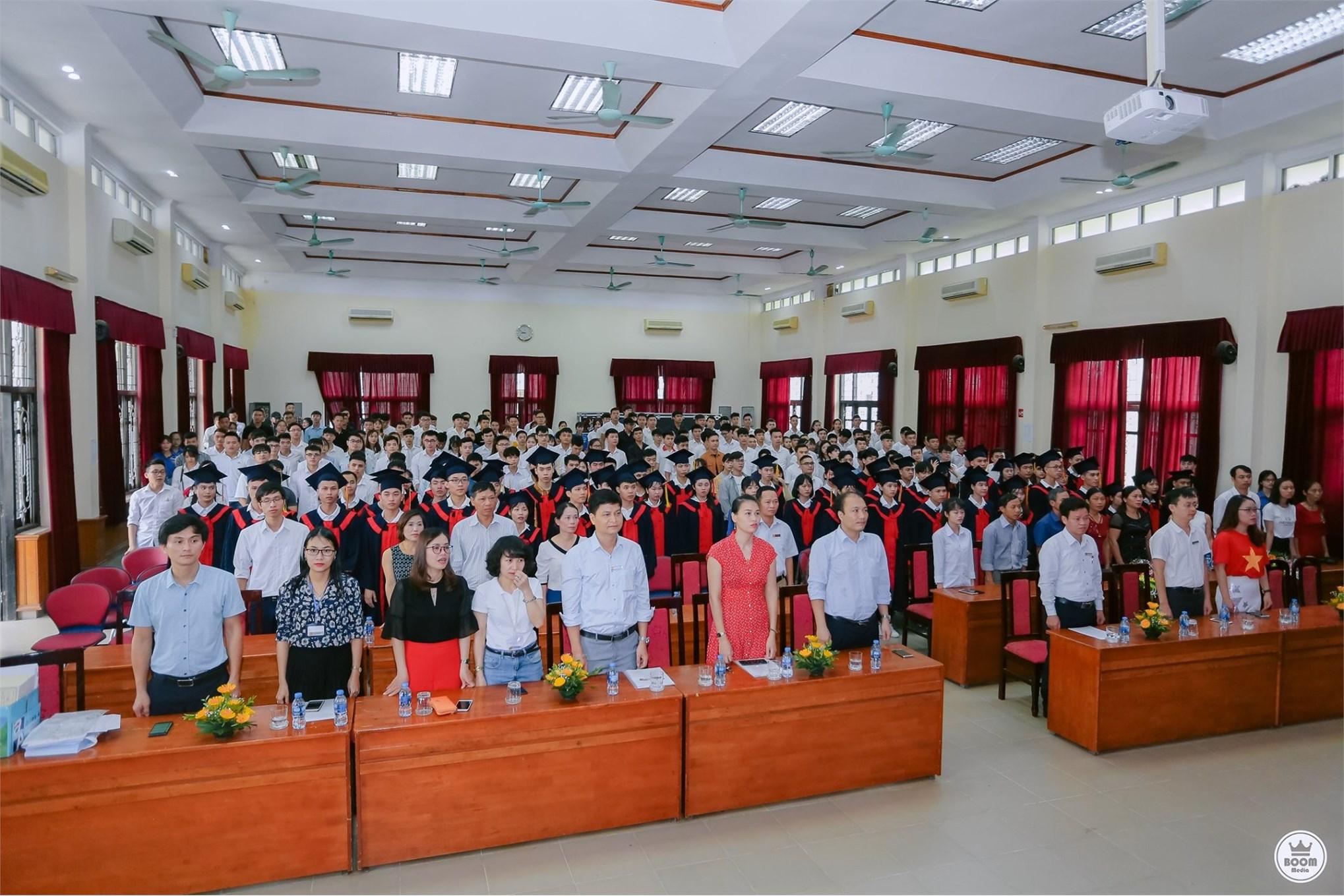 Lễ bế giảng và trao bằng tốt nghiệp hệ Đại học khóa 10