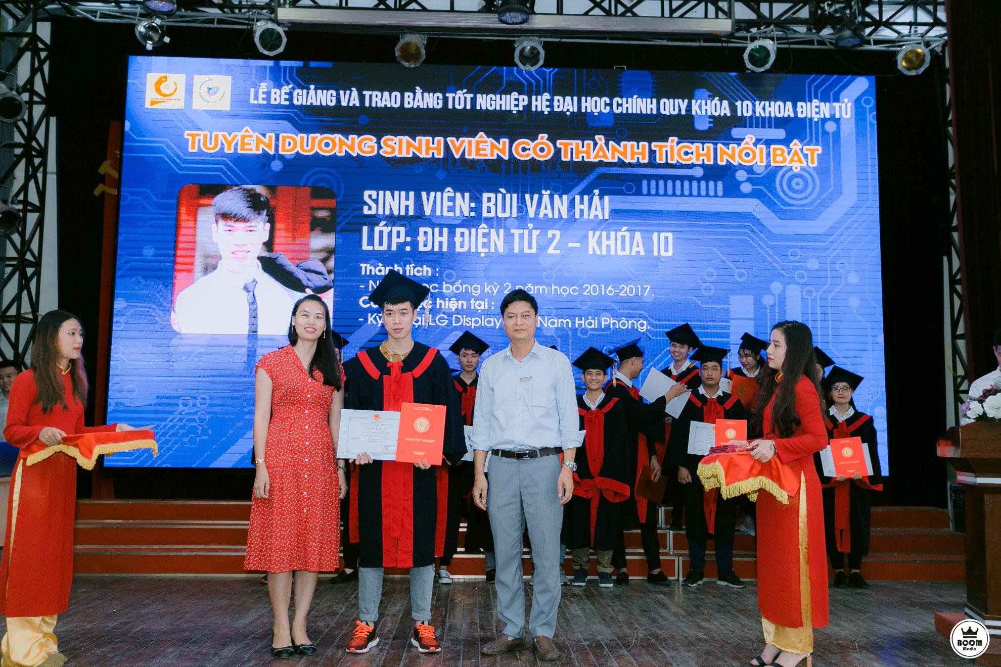 Niềm vui ngày tốt nghiệp Đại học khóa 10