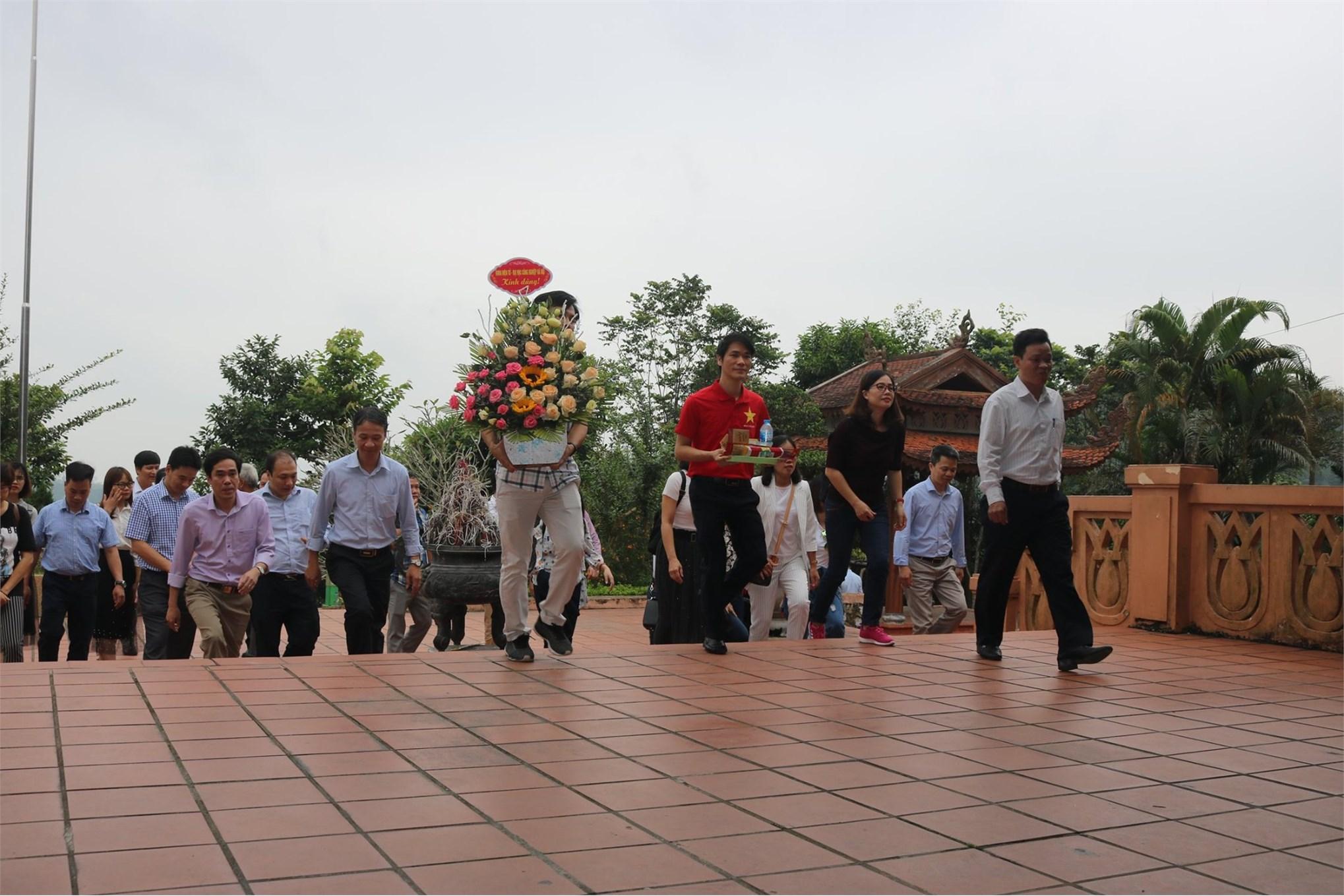 Chi bộ Điện tử tham quan học tập tại Thái Nguyên và Tuyên Quang năm 2019