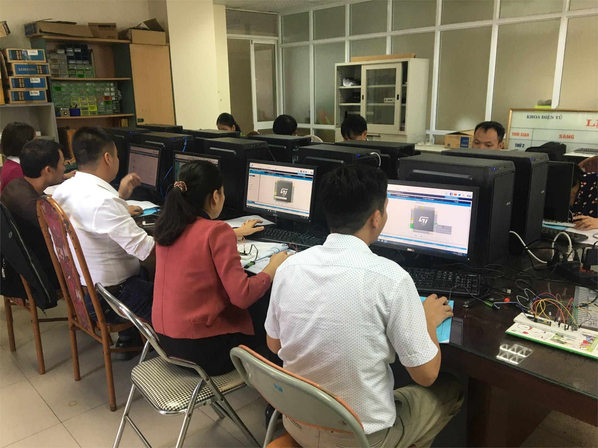 Bồi dưỡng kỹ năng thực hành nghề Điện tử công nghiệp cho giáo viên dạy nghề tỉnh Vĩnh Phúc năm 2019