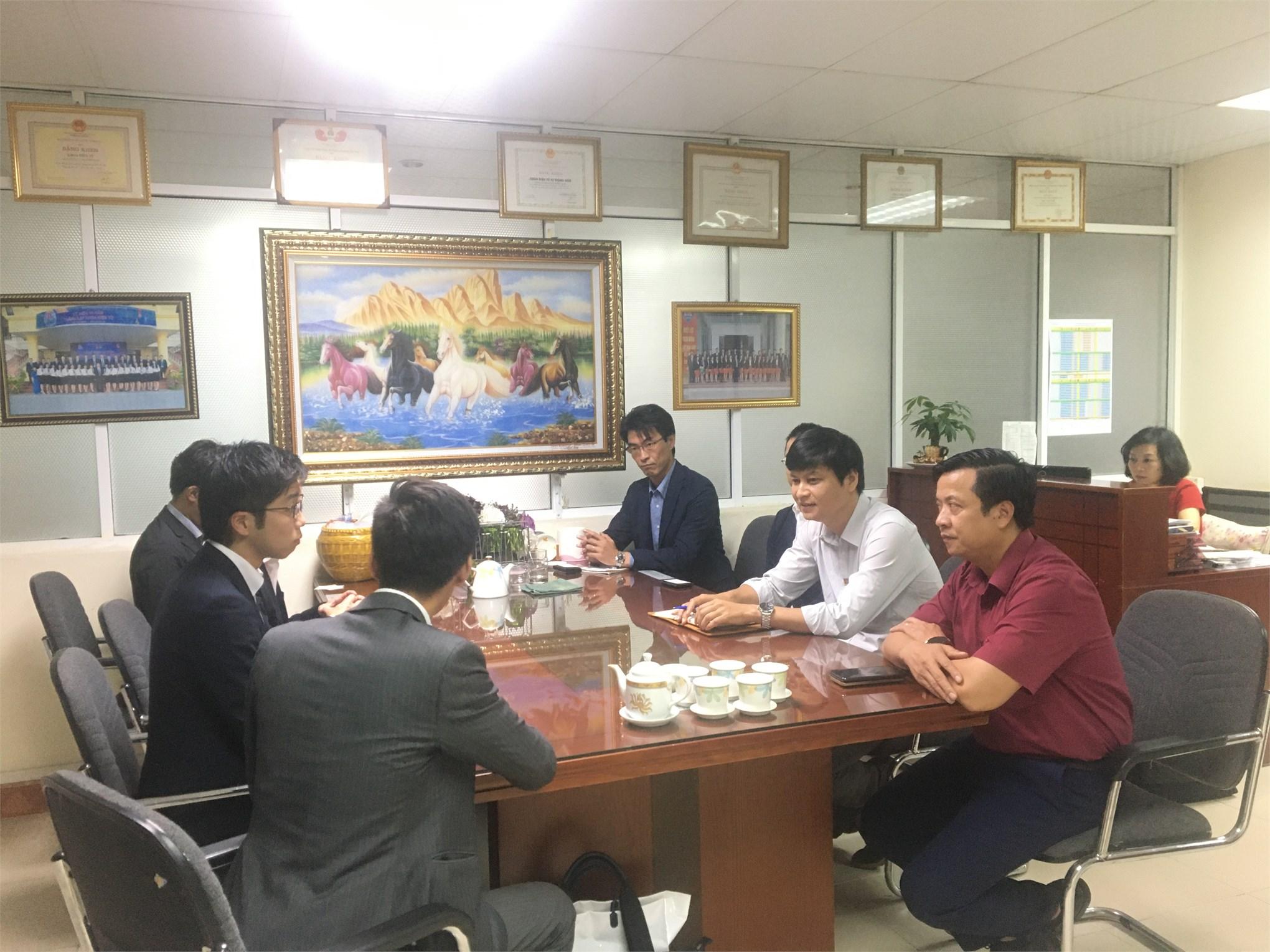 Khoa Điện tử đón đoàn khách Nhật Bản tham quan trường