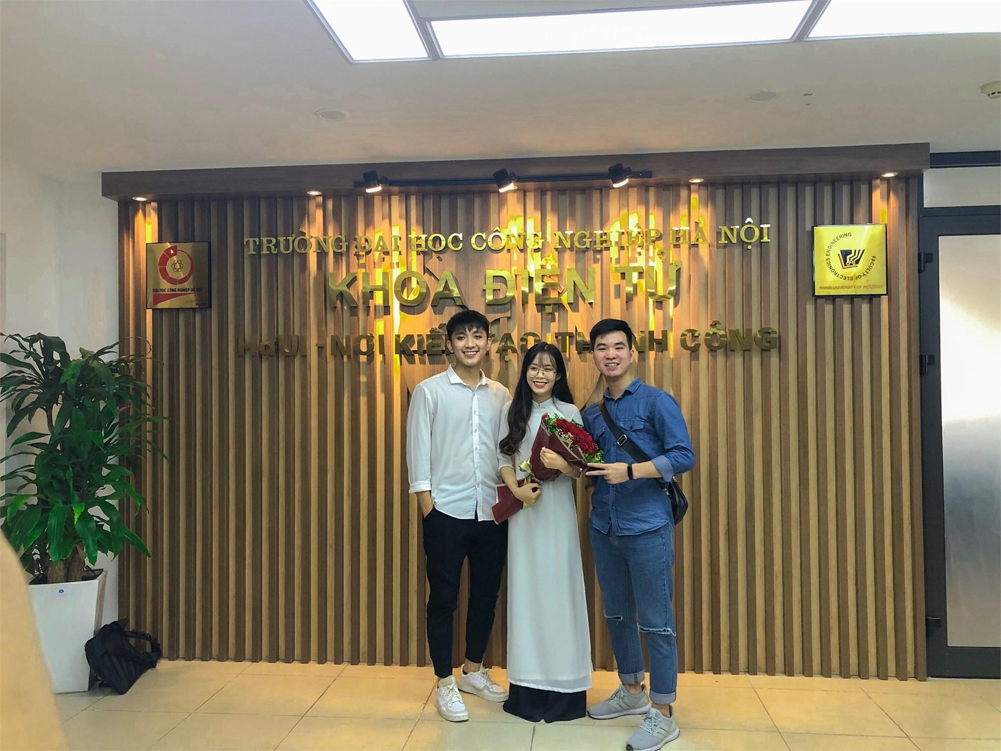 Khoa Điện tử tổ chức Bảo vệ đồ án tốt nghiệp cho sinh viên hệ đại học khóa 11