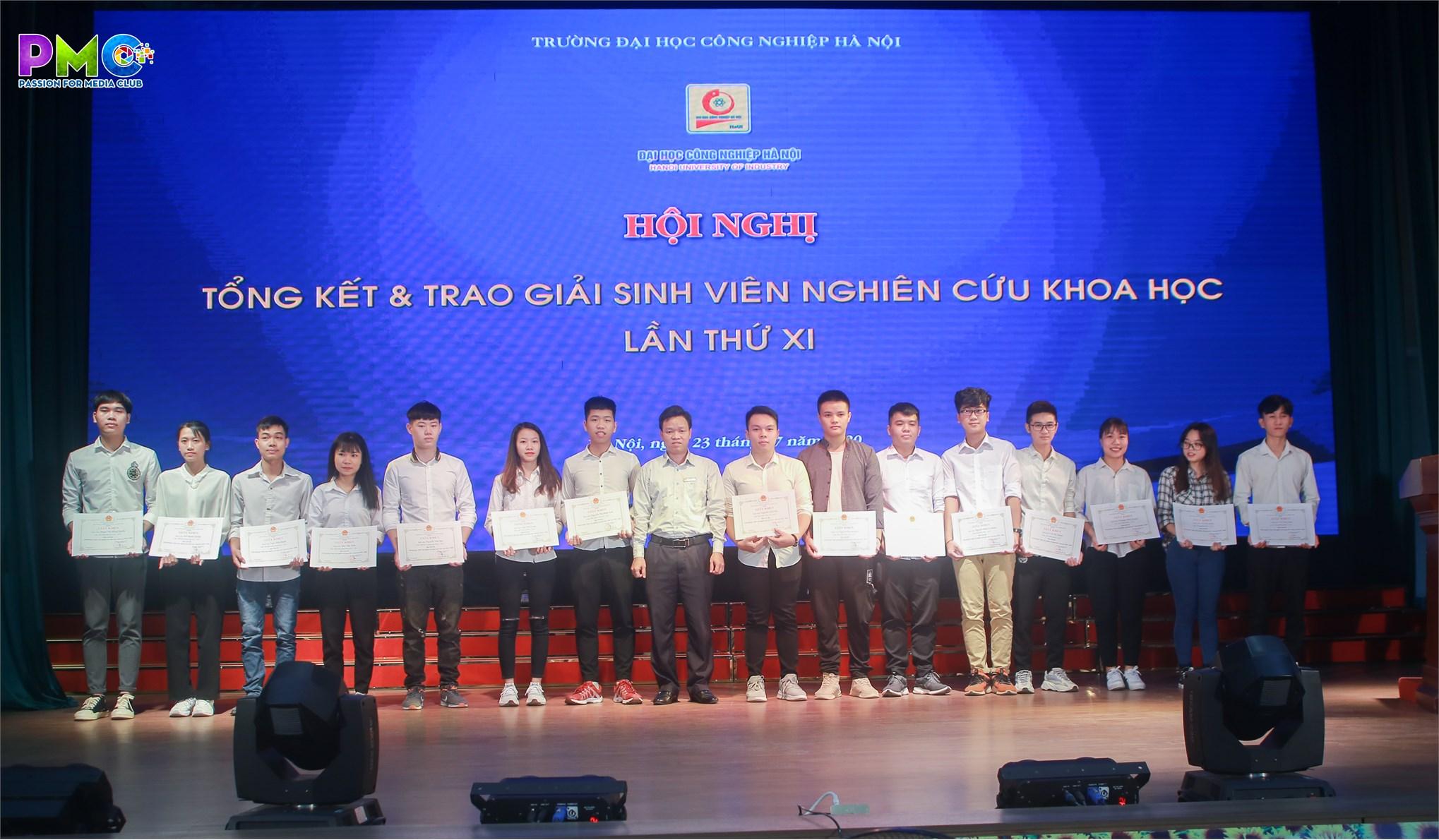 Sinh viên Khoa Điện tử giành 2 giải nhất trong hội Hội nghị tổng kết và trao giải sinh viên nghiên cứu khoa học lần thứ XI