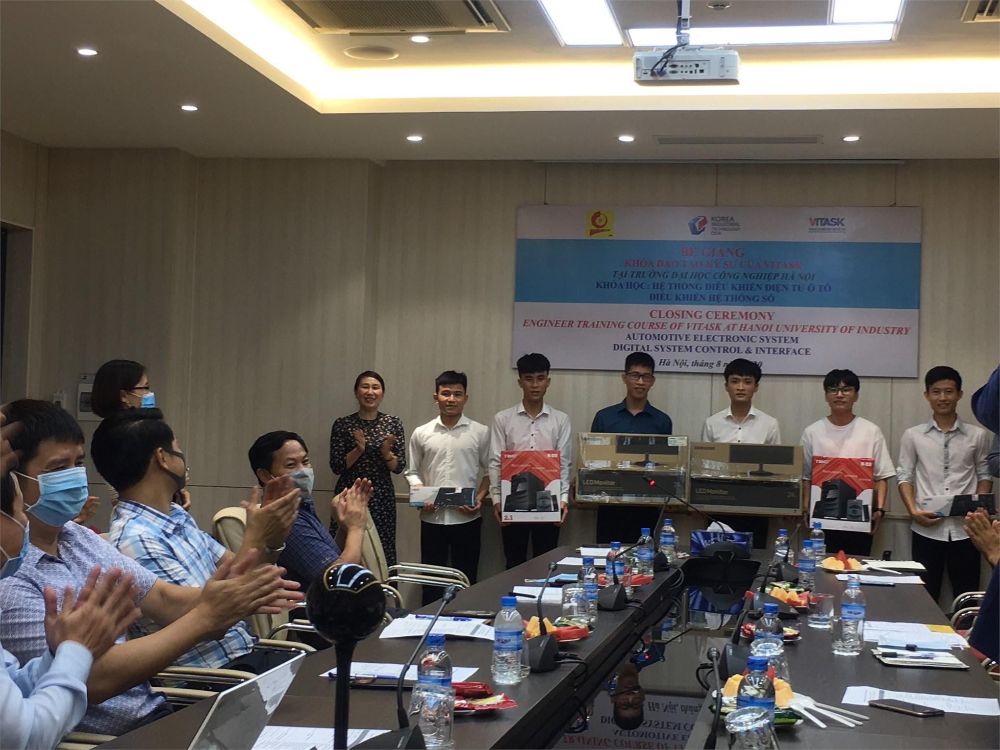 Bế giảng khóa đào tạo ngắn hạn kỹ thuật Điện tử và Ô tô (Dự án Vitask)