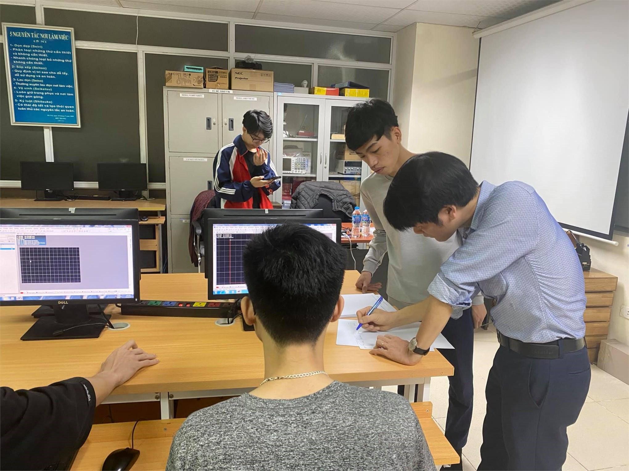 """20 sinh viên tham gia tranh tài cuộc thi """"Thiết kế mạch điện tử - Electronics Circuit Design 2020"""""""