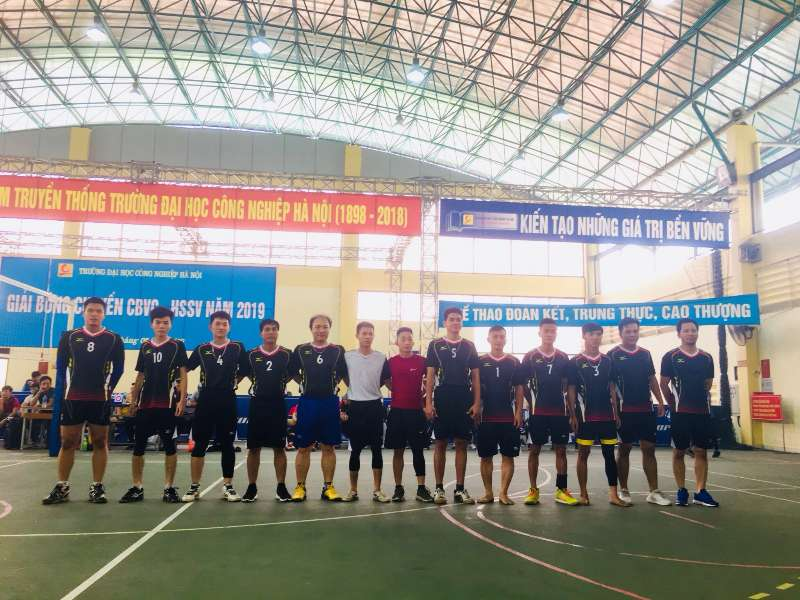 Đội bóng chuyền nam CBGV - HSSV khoa Điện tử xuất sắc lọt vào vòng Bán kết