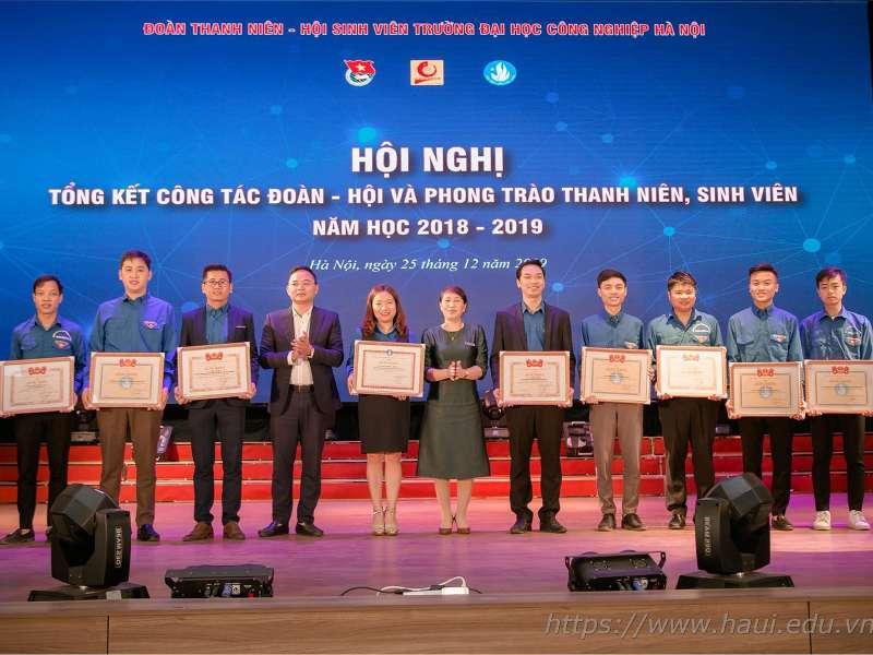 Liên chi Đoàn khoa Điện tử xuất sắc nhận Bằng khen của Trung ương Đoàn năm học 2018 - 2019