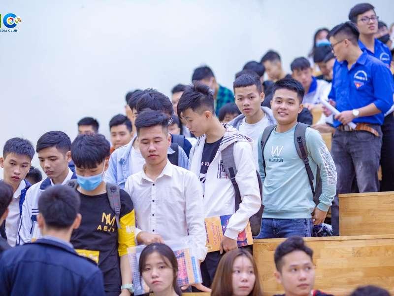 Khoa Điện tử chào đón hơn 700 sinh viên về nhập học