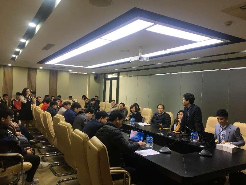 """Giám đốc Cognex Việt Nam chia sẻ """"Thị giác máy cùng với các giải pháp trí tuệ nhân tạo"""" tại khoa Điện tử"""