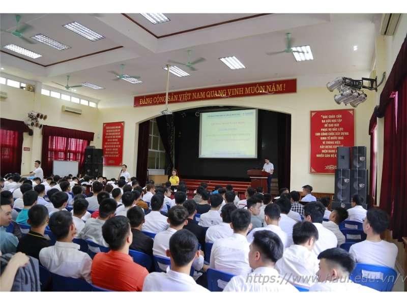 Hội thảo cơ hội việc làm và tuyển dụng trực tiếp cán bộ nguồn của Tập đoàn KHKT Hồng Hải (Foxconn)