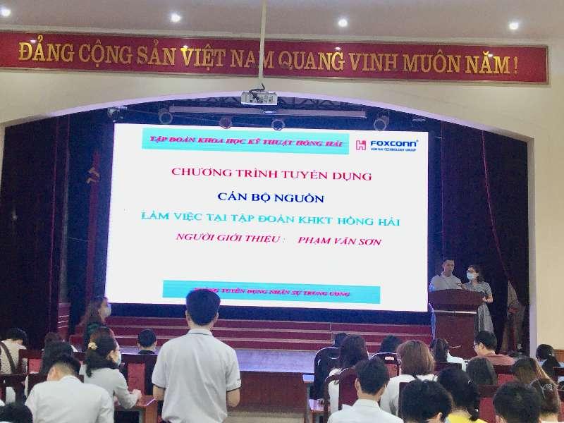 Hàng trăm sinh viên dự hội thảo tuyển dụng trực tiếp của tập đoàn khoa học kỹ thuật Hồng Hải
